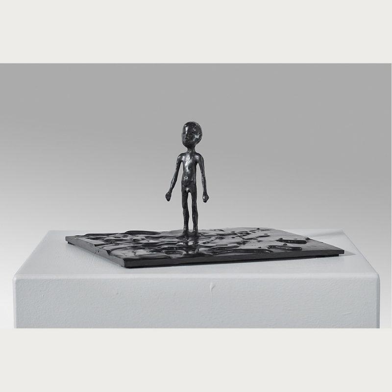 Hans Scheib | Kleiner Mensch am Meer | Bronze | 2018 | 15 x 27 x 24 cm